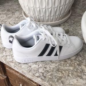 NWOT Adidas Advantage Stripes Sneakers